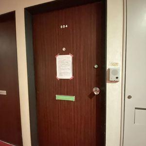 ブロードウェイ(5階,4699万円)のフロア廊下(エレベーター降りてからお部屋まで)