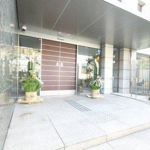 ジェントルエア神宮前のマンションの入口・エントランス
