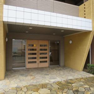 クレアホームズ蓮根のマンションの入口・エントランス