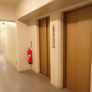 日商岩井日本橋浜町マンションのエレベーターホール、エレベーター内