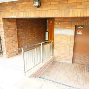 藤和高輪台コープのマンションの入口・エントランス