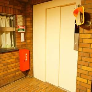 藤和高輪台コープのエレベーターホール、エレベーター内