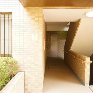 エンブレム下落合(3階,)のフロア廊下(エレベーター降りてからお部屋まで)