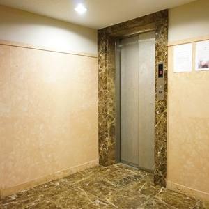 ルミエール落合のエレベーターホール、エレベーター内