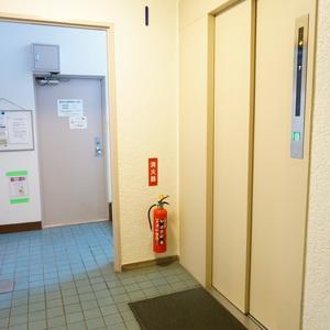 中落合東豊エステートのエレベーターホール、エレベーター内