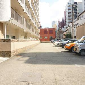 青葉台フラワーマンションの駐車場