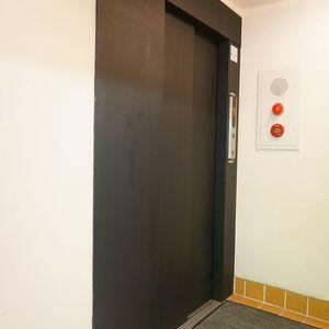 パシフィック白金台のエレベーターホール、エレベーター内