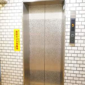 YKB御苑のエレベーターホール、エレベーター内