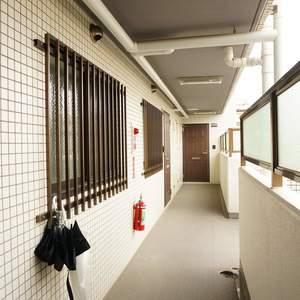 コスモ上馬(2階,4080万円)のフロア廊下