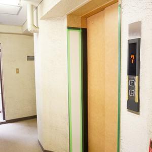 グローリー日本橋のエレベーターホール、エレベーター内