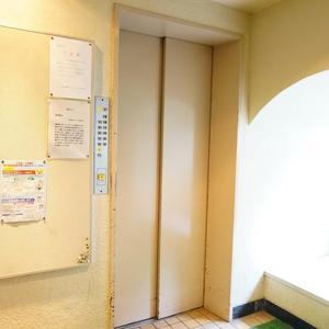中銀高輪マンシオンのエレベーターホール、エレベーター内