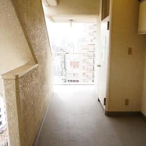 中銀高輪マンシオン(13階,)のフロア廊下(エレベーター降りてからお部屋まで)