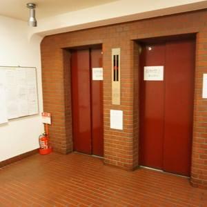 マンション広尾台のエレベーターホール、エレベーター内