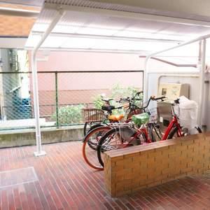 ファミネス小石川の駐輪場