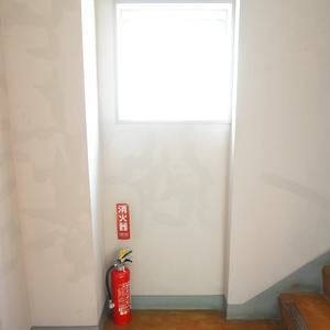 ファミネス小石川(4階,)のフロア廊下(エレベーター降りてからお部屋まで)