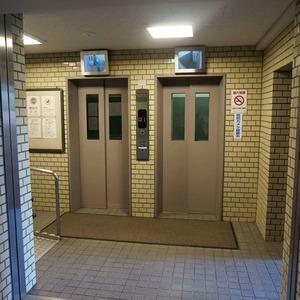 飯田橋第一パークファミリアのエレベーターホール、エレベーター内