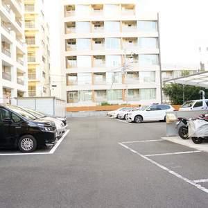 朝日中目黒マンションの駐車場