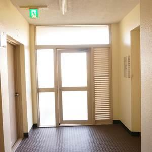 東急ドエルアルス石川台B棟(4階,2790万円)のフロア廊下
