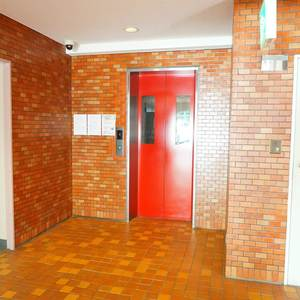 シャンボール第2都立大のエレベーターホール、エレベーター内