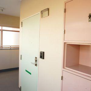 シャンボール第2都立大(5階,)のフロア廊下(エレベーター降りてからお部屋まで)