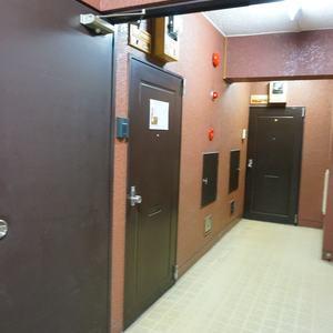 柿の木坂サニーハイツ(4階,)のフロア廊下(エレベーター降りてからお部屋まで)