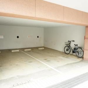 グランシティ早稲田の駐車場