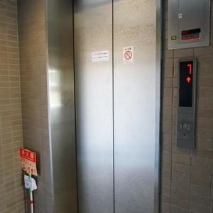 パークウェル落合のエレベーターホール、エレベーター内