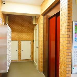 キャッスルマンション荒木町のエレベーターホール、エレベーター内