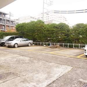 グリーンヒル新宿の駐車場