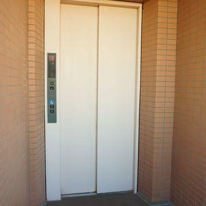 コスモ板橋本町シティフォルムのエレベーターホール、エレベーター内