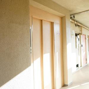 中銀城北パークマンシオンのエレベーターホール、エレベーター内