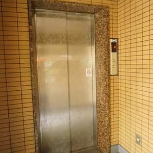 旗の台フラットのエレベーターホール、エレベーター内