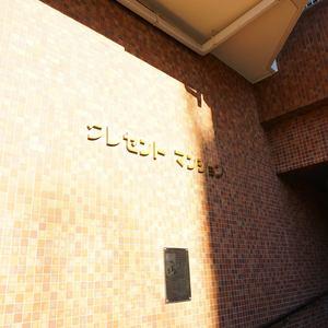 クレセントマンションの入口・エントランス