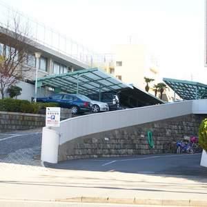クレセントマンションの駐車場