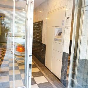 スカイコート神楽坂参番館のマンションの入口・エントランス