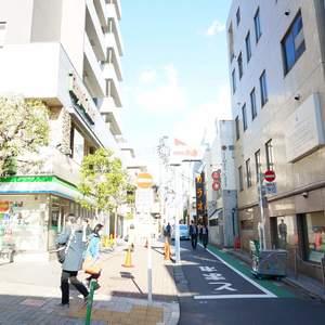 スカイコート神楽坂参番館の最寄りの駅周辺・街の様子