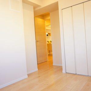 入谷アムフラット2(6階,4780万円)の洋室