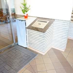 朝日シティパリオ三ノ輪のマンションの入口・エントランス