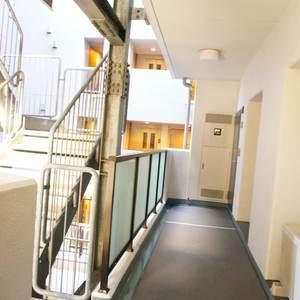 ライオンズマンション根岸東(3階,)のフロア廊下(エレベーター降りてからお部屋まで)