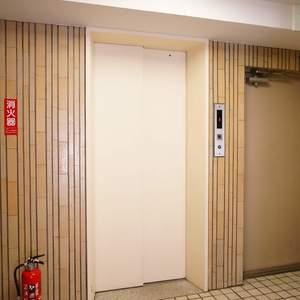 中銀マーブルマンシオン新宿5丁目のエレベーターホール、エレベーター内