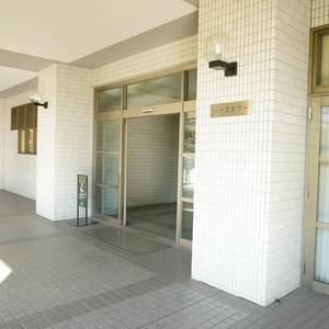西戸山タワーホウムズノースタワーのマンションの入口・エントランス