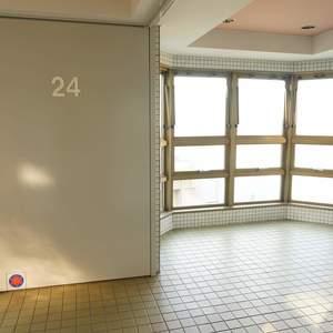 西戸山タワーホウムズノースタワー(24階,7280万円)のフロア廊下
