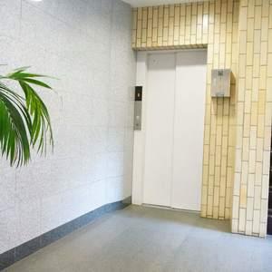 ウェスト早稲田マンションの共用ロビー