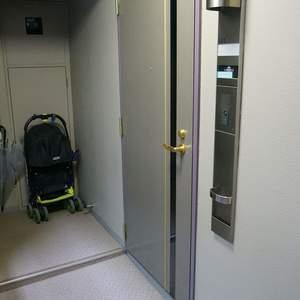 エクセレント三越前(5階,)のフロア廊下(エレベーター降りてからお部屋まで)