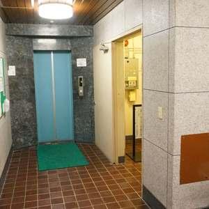 セブンスターマンション第2日本橋のエレベーターホール、エレベーター内