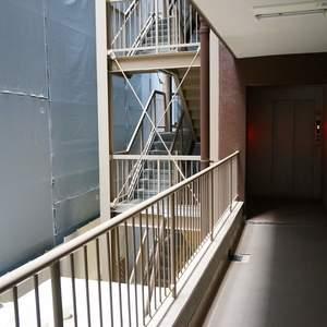 ニューハウス浜町(2階,)のフロア廊下(エレベーター降りてからお部屋まで)