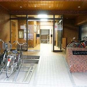 ニューハウス浜町のマンションの入口・エントランス