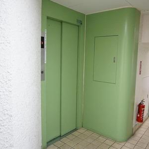 グリーンキャピタル神楽坂のエレベーターホール、エレベーター内