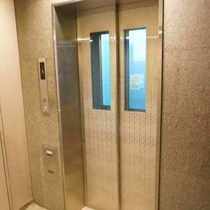 トーキョーオーディアム日本橋浜町のエレベーターホール、エレベーター内
