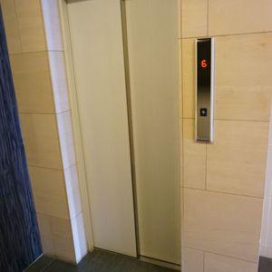 アクサスフォート両国立川のエレベーターホール、エレベーター内